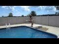 Fail : Fille sexy qui tente un backflip à la piscine