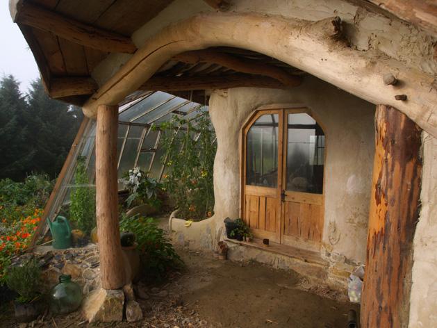 Il construit une maison de hobbit - Construire une maison de hobbit ...