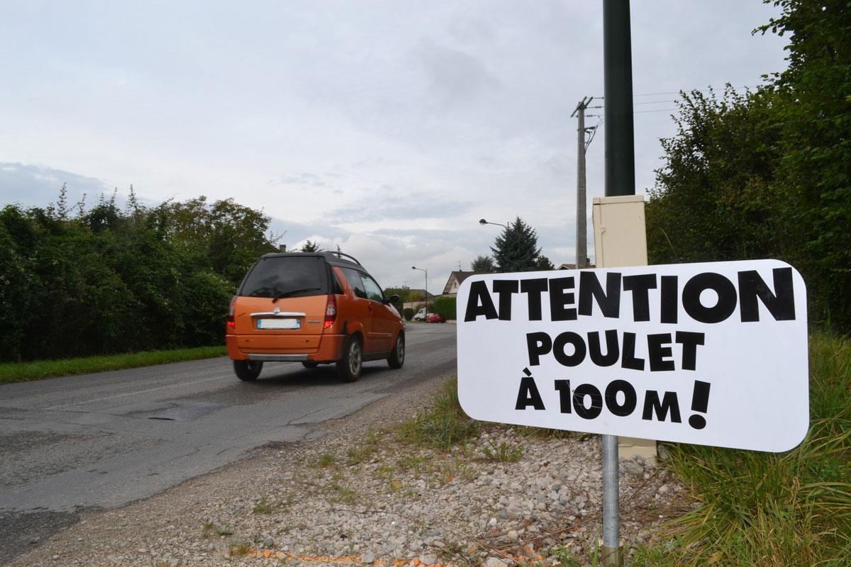 des panneaux humoristiques pour faire ralentir les voitures en haute savoie. Black Bedroom Furniture Sets. Home Design Ideas